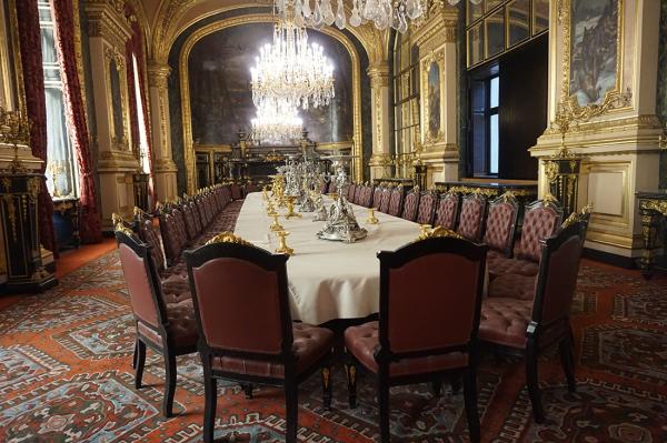 apartamentos-napoleao-iii-banquete