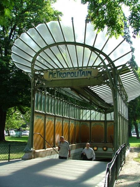 O atributo alt desta imagem está vazio. O nome do arquivo é 450px-Metro_de_París_-_Héctor_Guimard_14-3.jpg